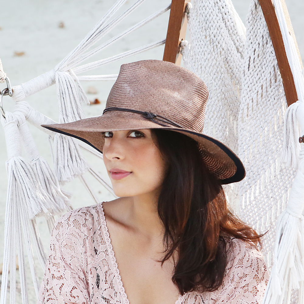 'Axel Mano Parisisal hat.