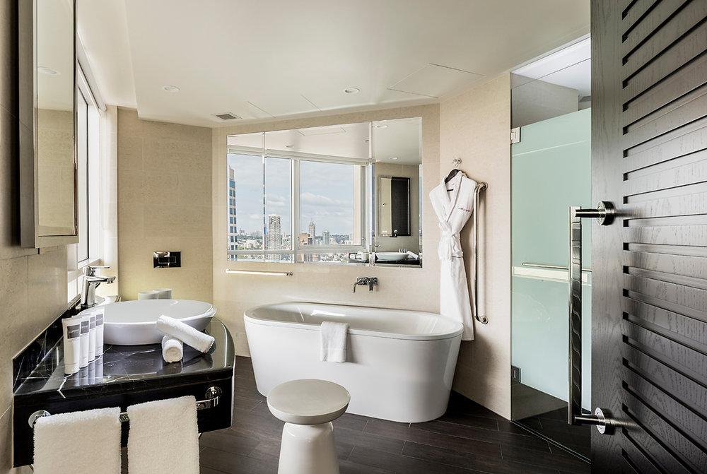Signature Skyline Room - Bathroom.jpg