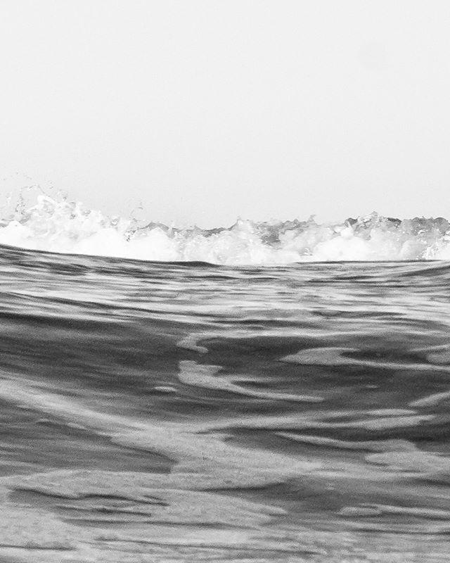 @48simone walking on water, swipe to see the full shot 📸: @jasperjarden #funonwater#surfingtime#walkonwater