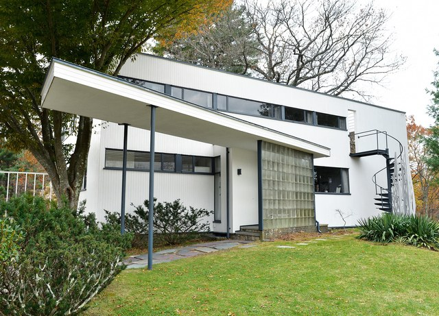 gropius house .jpg