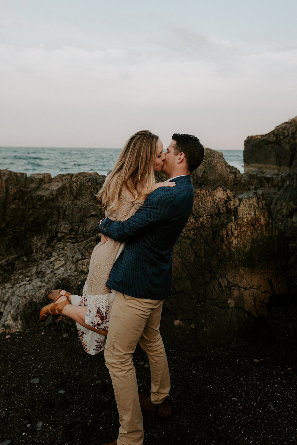 wildsoulsstudio-ocean cliff engagement-94.jpg