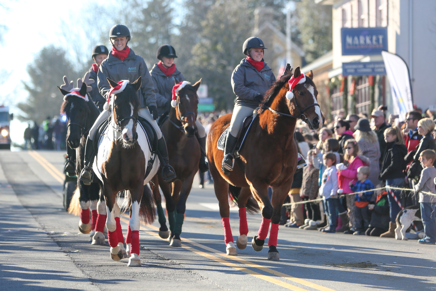 students participate in middleburg christmas parade