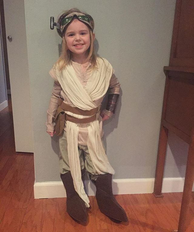 My little #rey #starwars #princess. Way to make a #father #proud.  @billzilla_rex @cupycakesweetshop #disney #costume #halloween #reycosplay #reycostume #sohappy #proudfather #anyahjoycehoff @s0kay #disneystarwars #theforceawakens #starwarstheforceawakens