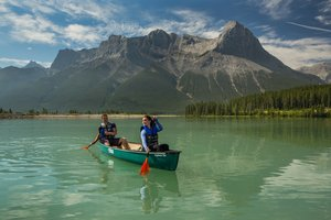 Canoeing_on_the_Canmore_Resevoir.jpg