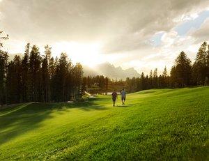 Golfing_at_Silvertip_3.jpg