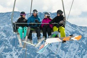 Skiing_at_Nakiska_5.jpg