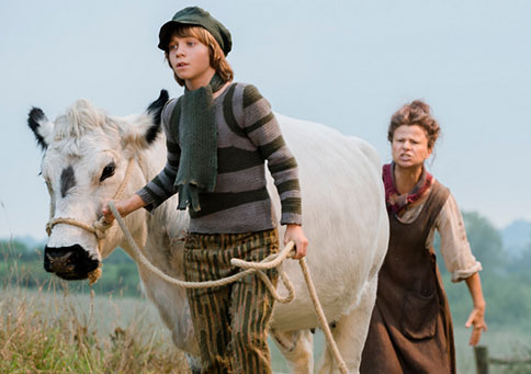 Daniel Huddlestone as Jack and Tracey Ullman as his mother. Photo by: Peter Mountain.     ©   2014 Disney Enterprises, Inc.