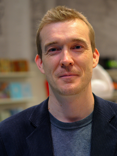 David Mitchell at a book signing in 2010. Photo: Ian Muttoo. CC BY-NC-SA 2.0.