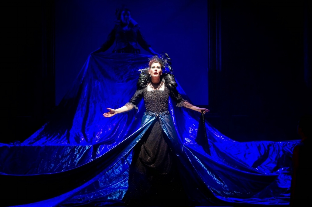 Samantha Hay as the Queen of the Night, in the English Touring Opera's 2014 production of Mozart's Die Zauberflöte(via Boulezian).