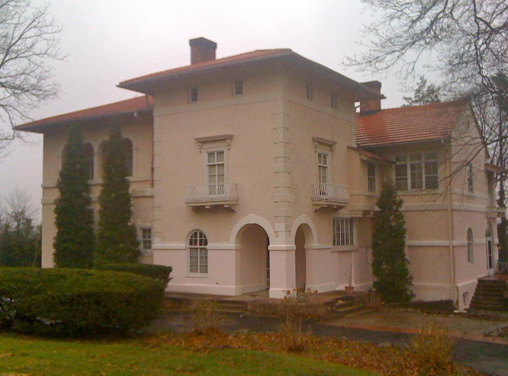 exterior105.JPG