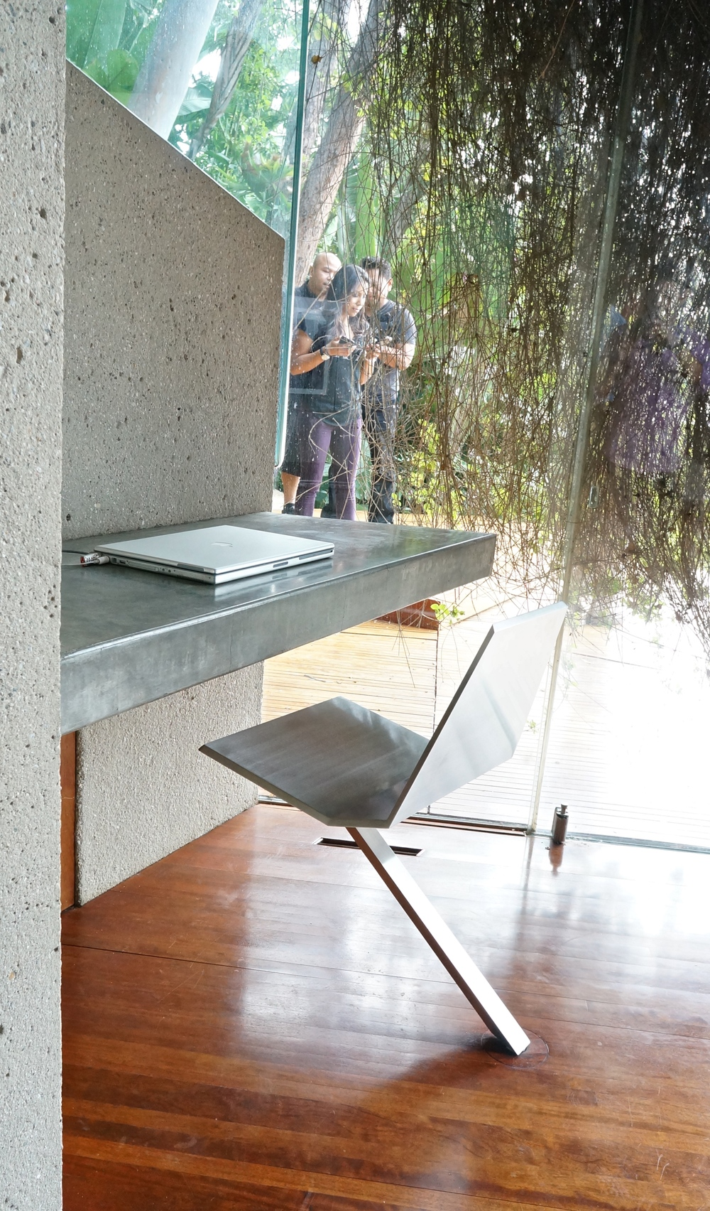 sheats-goldstein-residence-lautner-chair.jpg