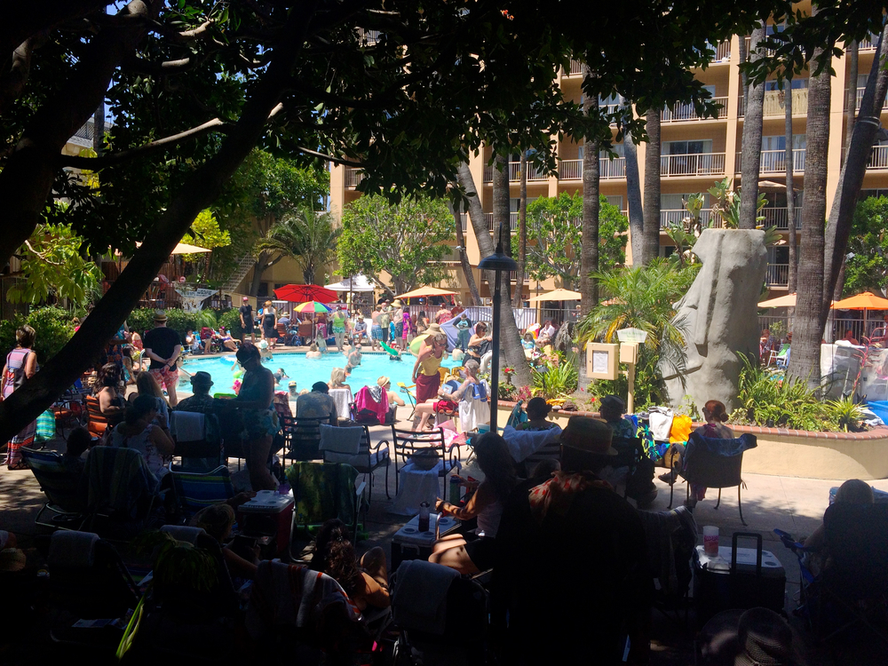 tiki-oasis-pool-crowne-plaza.jpg