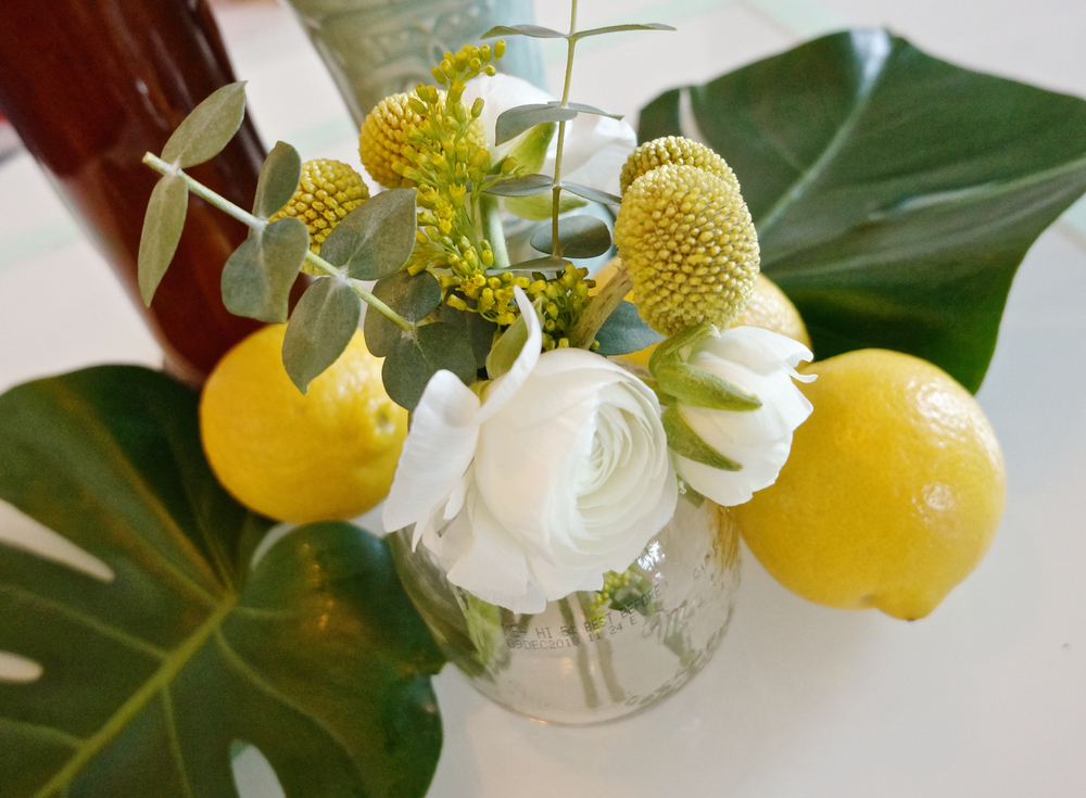 small-vase-diy-flowers.jpg