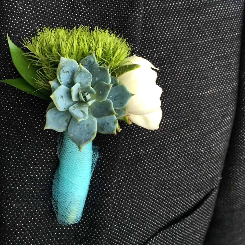 finished-succulent-boutonniere.jpg