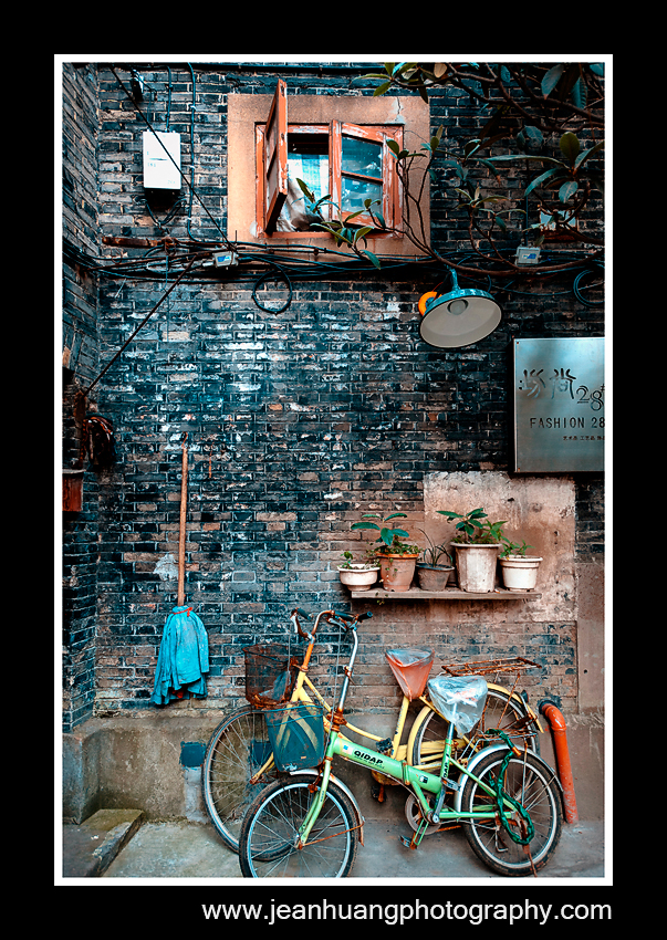 Alley in Tianzifan (田子坊), Shanghai - ©Jean Huang Photography