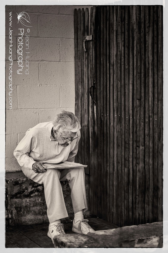 A-Senior-Citizen-Reading-Newspaper-by-the-Side-of-the-Street-in-Carmel-California-©Jean Huang Photography
