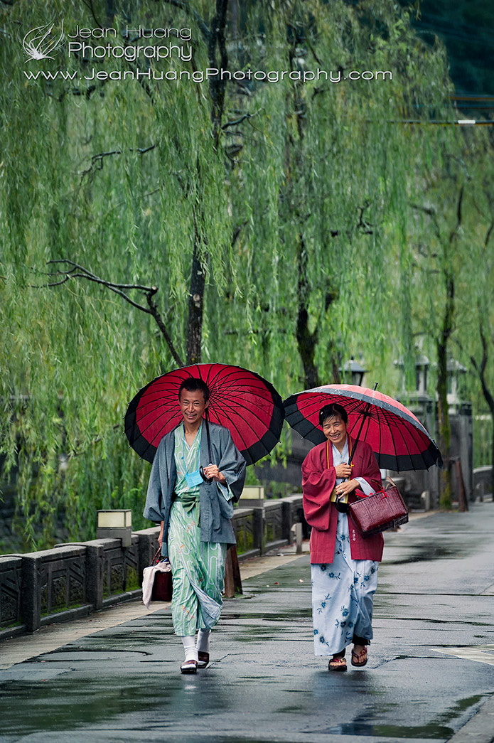 Stroll-in-Rain-in-Kinosaki-Japan-Copyright-Jean-Huang-Photography