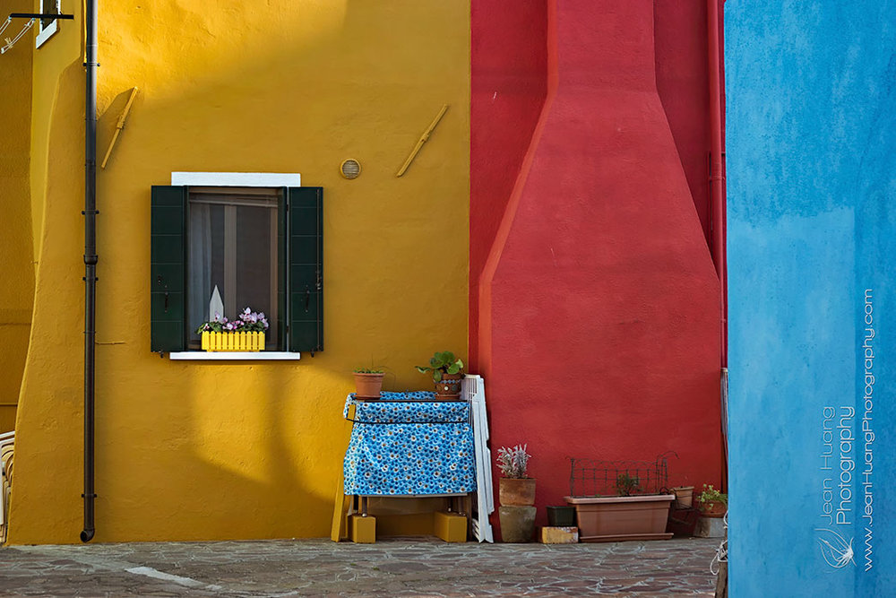 Colorful-Courtyard-Burano-Island-Venice-Italy-Copyright-Jean-Huang-Photography