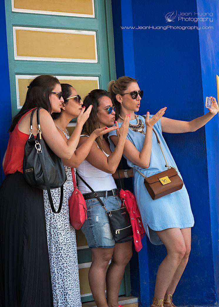 Girl-Group-Selfie-Jardin-Majorelle-Marrakesh-Morocco-Copyright-Jean-Huang-Photography