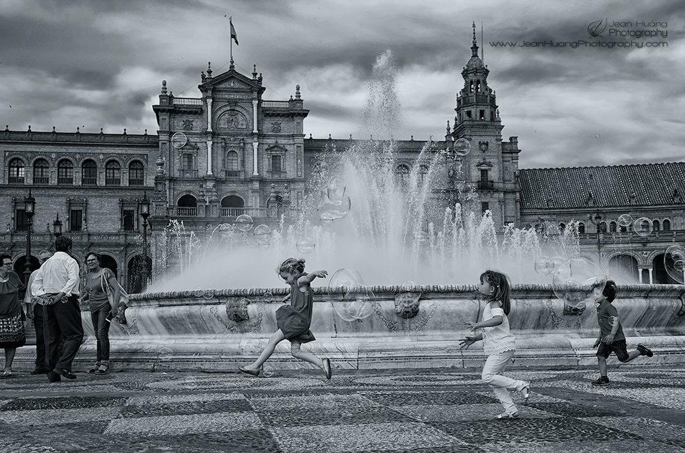 Bubble-Fun-Plaza-de-España-Sevilla-Spain-Copyright-Jean-Huang-Photography