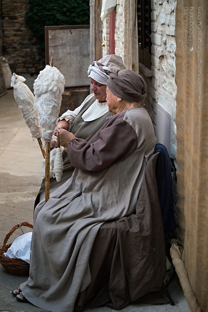 Two-Senior-Women-Hand-Spinning-Cotton-Yarn-Bevagna-Italy-Copyright-Jean-Huang-Photography