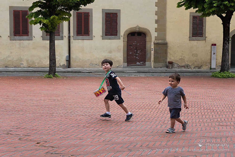 Drumming-Boy-in-Front-of-Chiesa-di-San-Domenico-Arezzo-Italy-Copyright-Jean-Huang-Photography