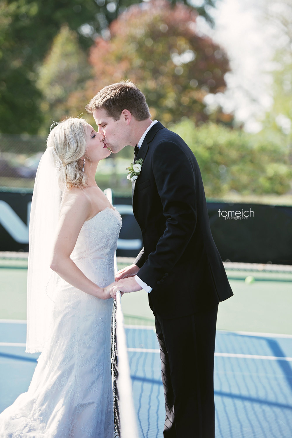 kissing at the tennis court