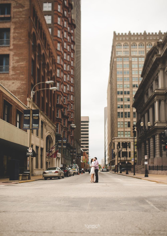kissing downtown St. Louis