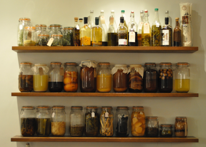 Flat-Three-Restaurant-Food-Image-Kilner-Jars-On-Shelves-700x500.png