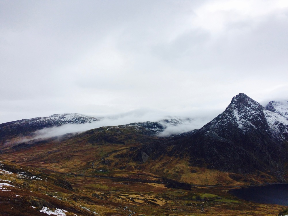 Not much snow in the valleys of Ogwan with the clouds rolling in over tryfan.