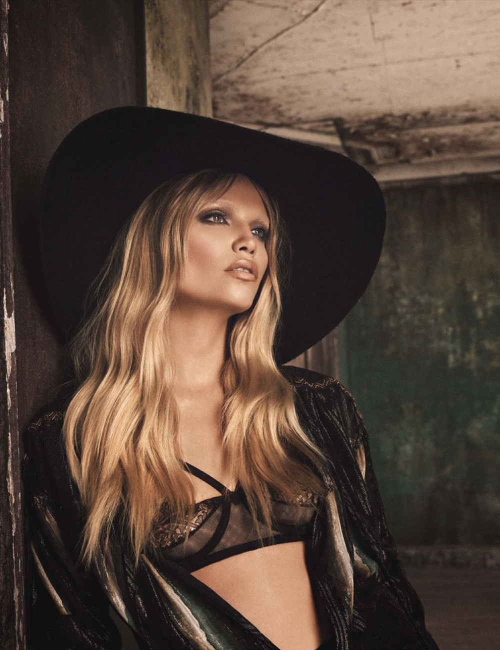 Natasha-Poly-by-Luici-and-Iango-for-Vogue-Germany-October-2014-3.jpg