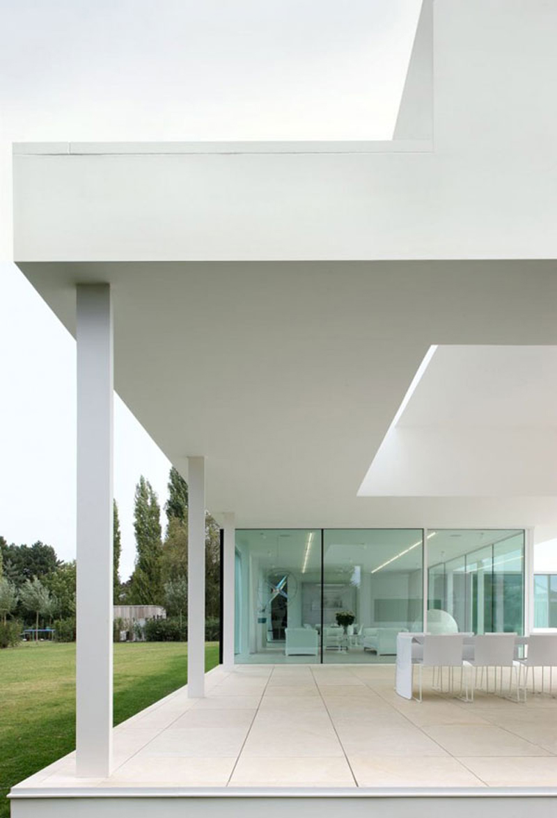 Get-inspiration-from-the-white-villa-in-belgium.jpg