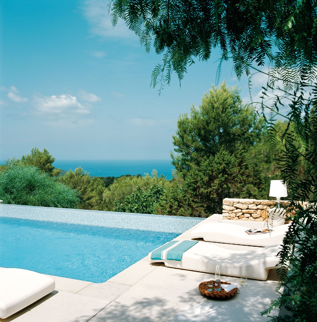 Piscina-vistas-mar-mediterraneo-casa-Ibiza-home-swimming-pool-Mediterrenean-sea-views.png