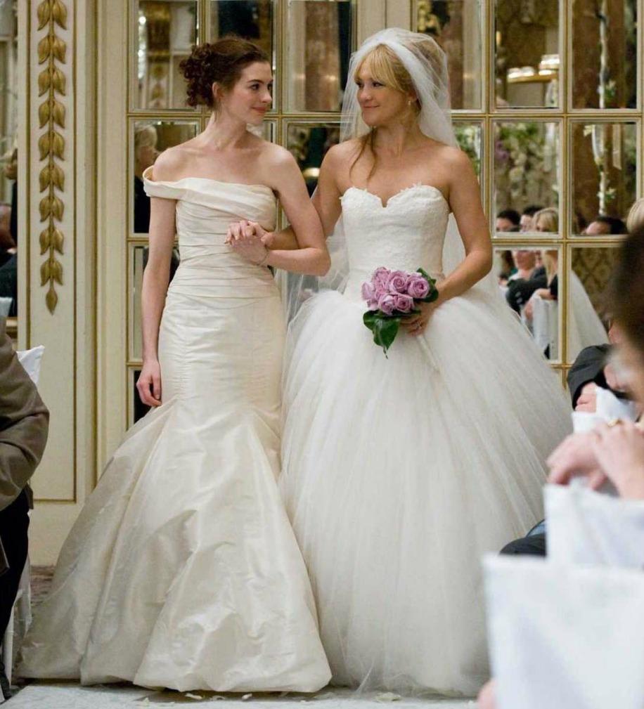 Kate Hudson ft. Anne Hathaway (Bride War).