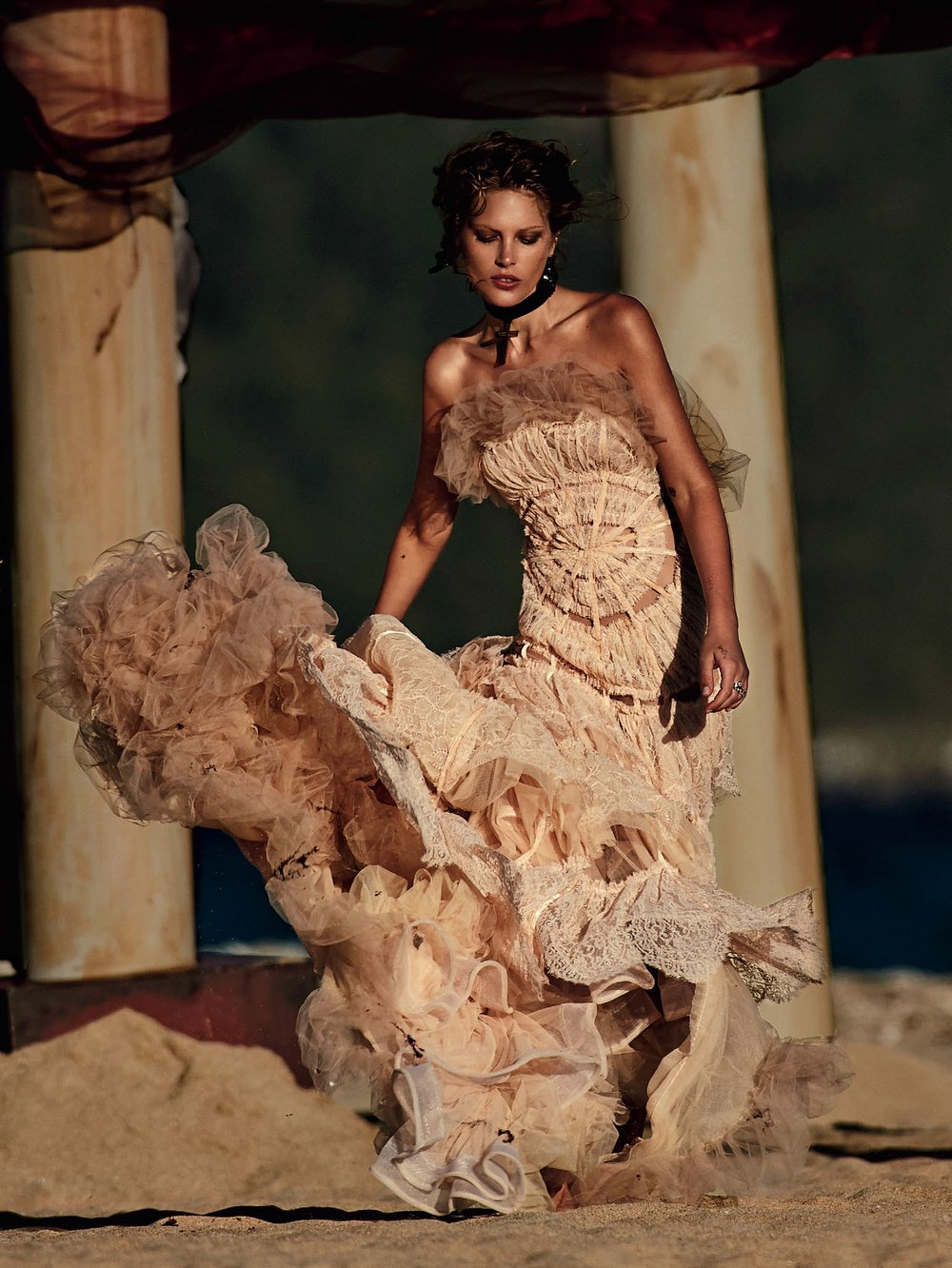 Catherine-McNeil-by-Gilles-Bensimon-for-Vogue-Australia-October-2014-11.jpg