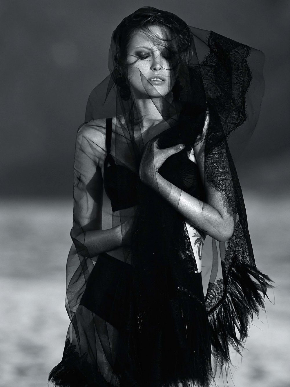 Catherine-McNeil-by-Gilles-Bensimon-for-Vogue-Australia-October-2014-13.jpg