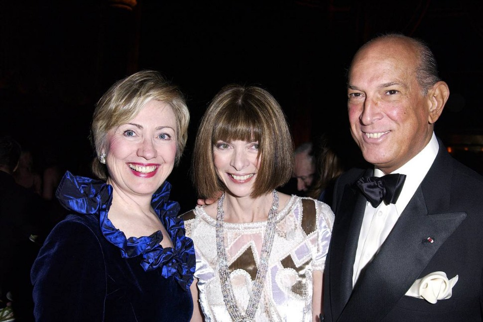 (Right to left) Hillary Clinton, Anna Wintour and Oscar de la Renta.