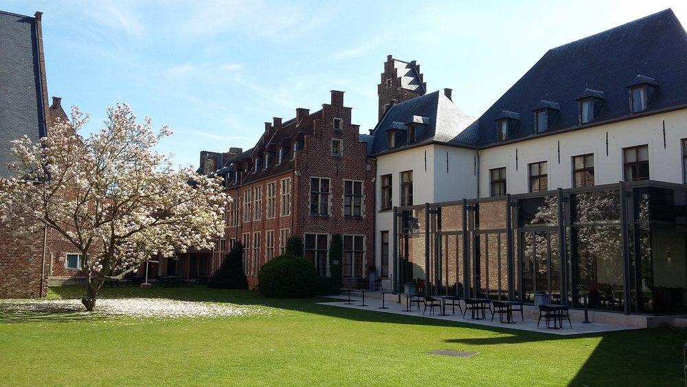 Martins_Klooster_Courtyard.jpg