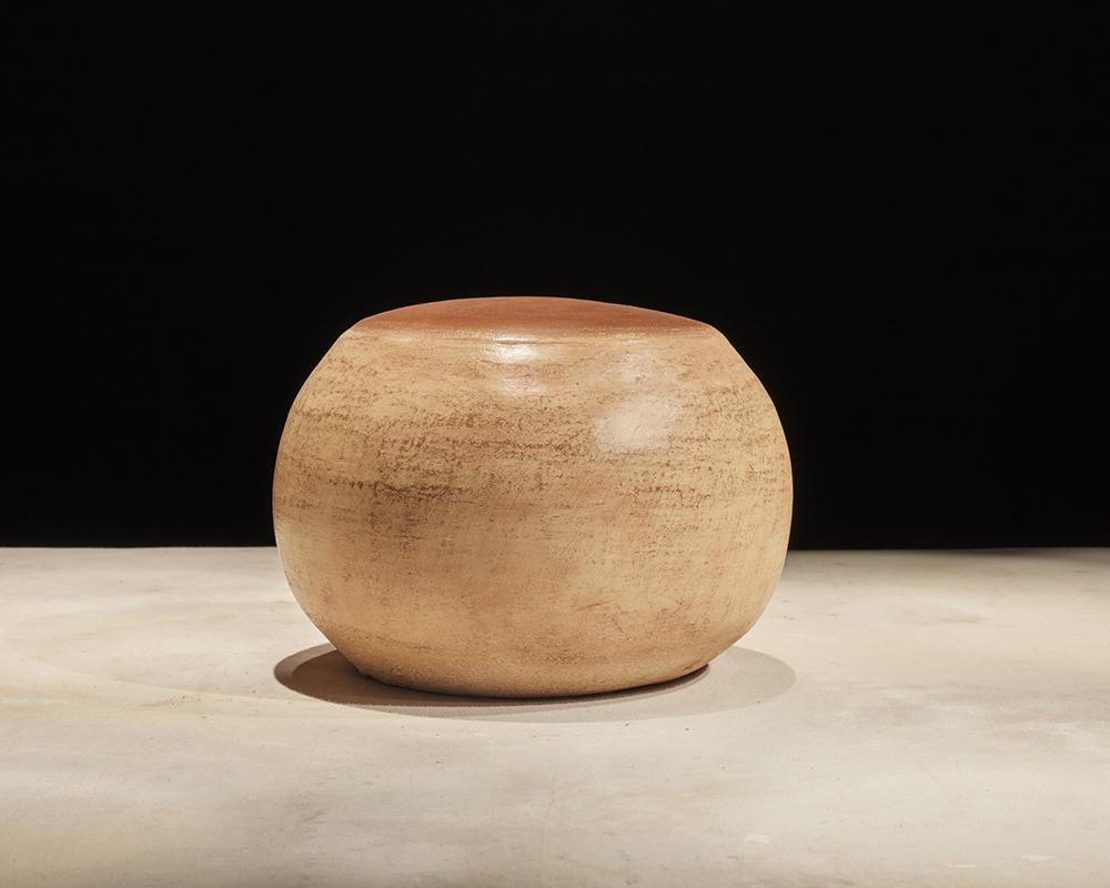 Base #4, 2017, Cerámica horneada con pigmento de color, 30 cm de diámetro