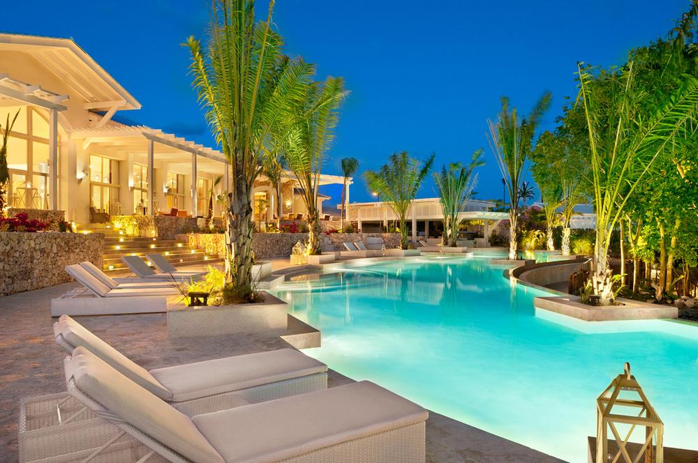 Eden_Roc_main_Resort_Pool_destination_wedding_planner