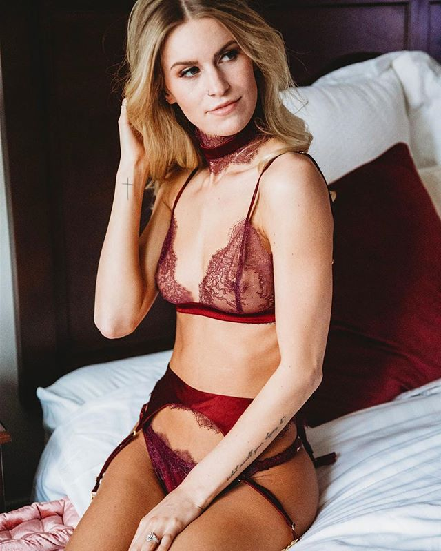 Lori Mae wearing one of our favorite sets from the FW 18 collection. ❤️ #madalynjoydesigns #madalynjoylingerie #madalynjoy #fashion #fashiondesigner #designer #lingerie #lingeriedesigner #bespoke #bespokelingerie #milwaukee #mke #midwest #midwestfashion #ootd  #sexy #madeinamerica #madeintheusa #femmefatale #mkefw #milwaukeefashionweek #fw18