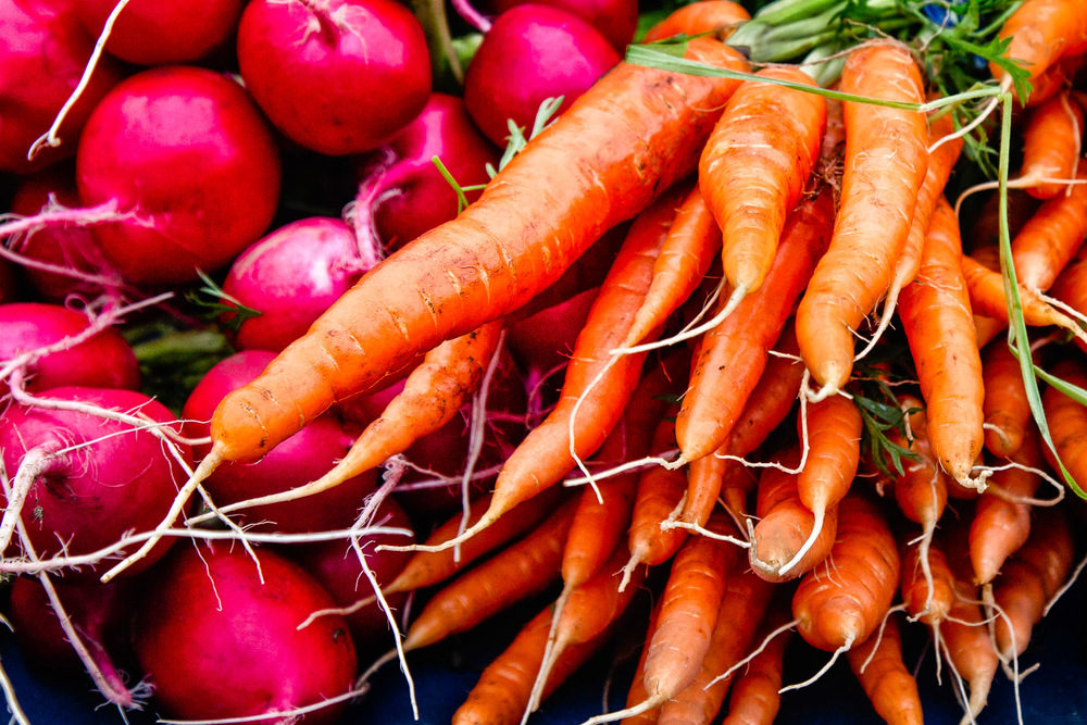 Carrots-And-Beets-Bunches-At-Famers-Market.jpg