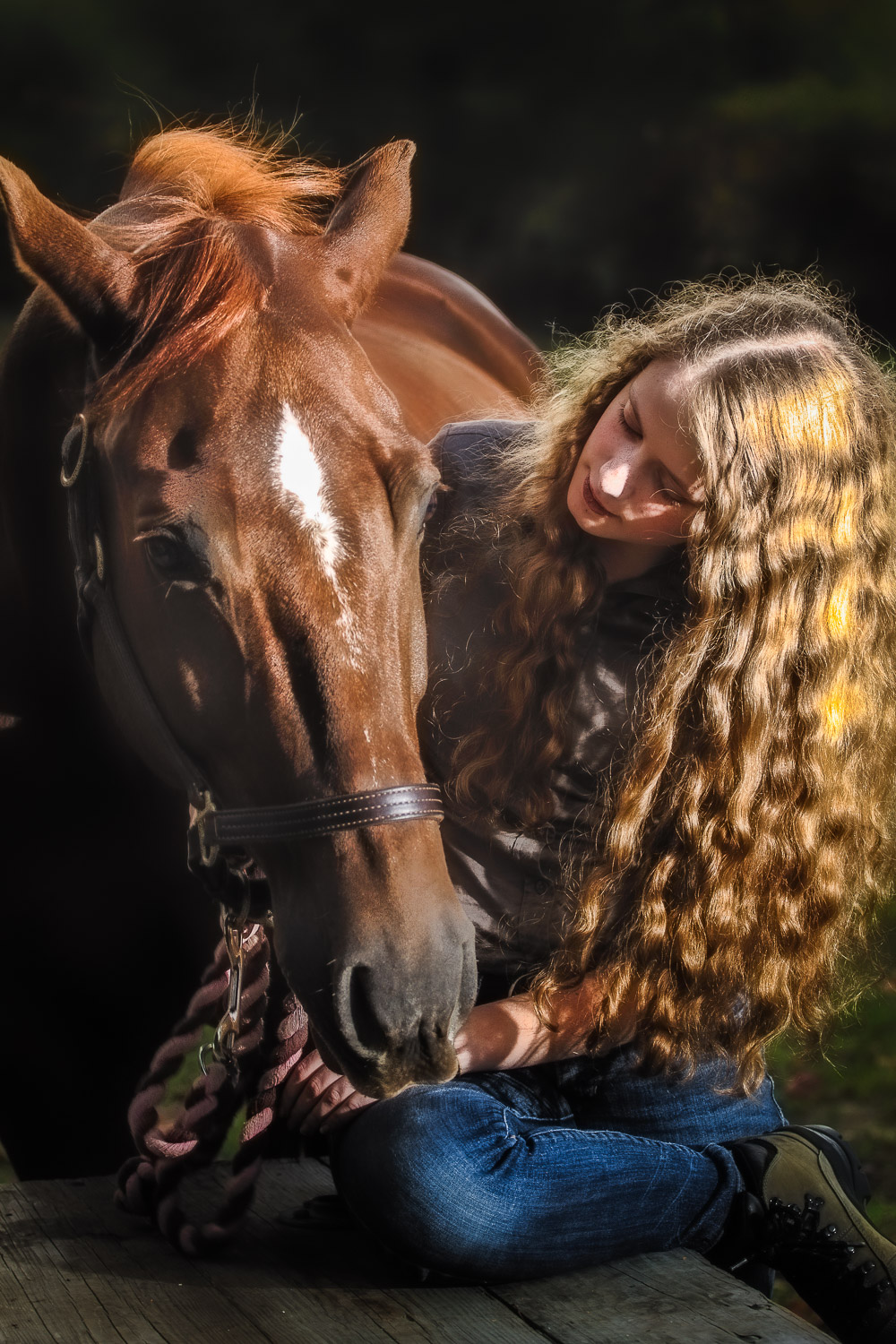 Senior-Portrait-Girl-With-Long-Hair-With-Horse.jpg