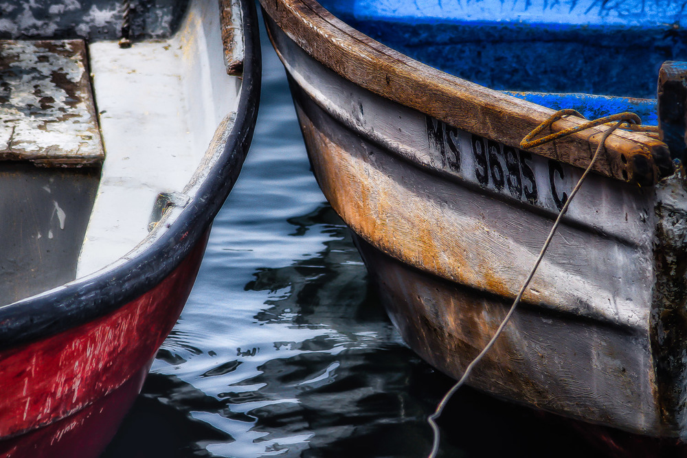 Colorful-Rowboat-Hulls-With-Water-Reflection-2.jpg