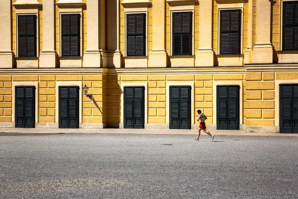 Jogger-Schonbrunn-Palace-Vienna.jpg