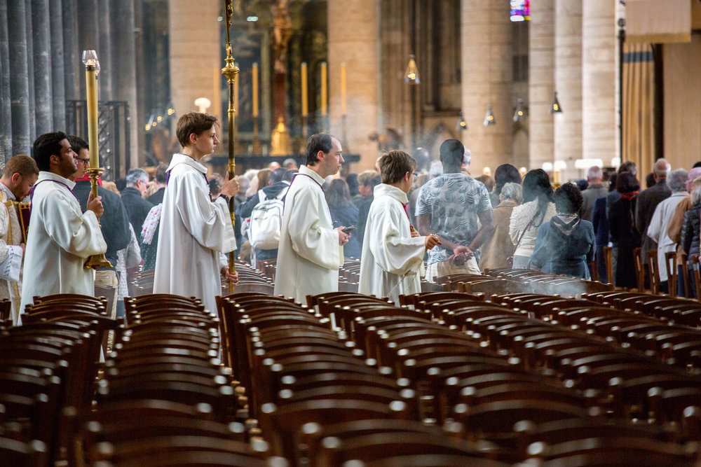 Church-Service-Incense-Rouen.jpg