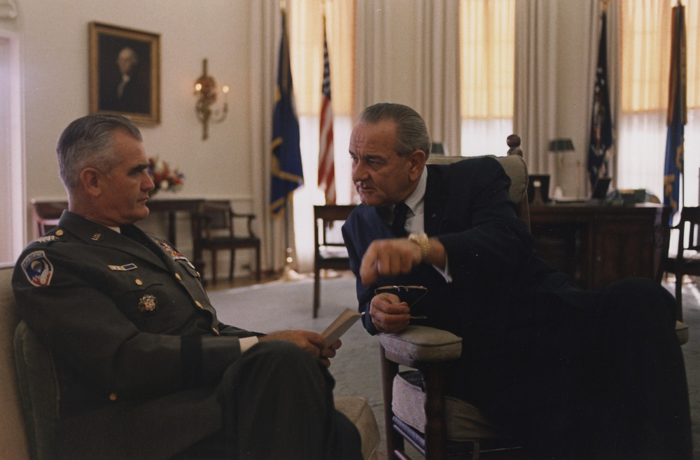General Westmoreland with Lyndon B. Johnson in the White House, November 1967. (Yoichi Okamoto, Wikimedia Commons)