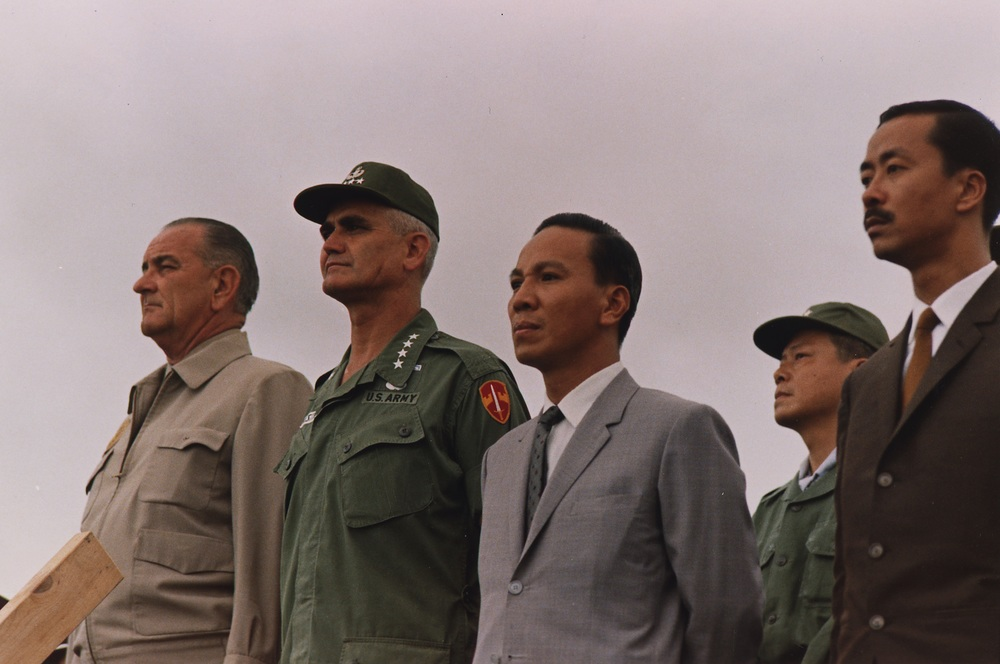 General Westmoreland, President Lyndon B. Johnson, president of South Vietnam Nguyen Van Thieu and prime minister of South Vietnam Nguyen Cao Ky in October 1966. (Yoichi Okamoto, Wikimedia Commons)