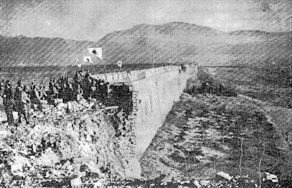 Japanese soldiers stand atop the ruins of Zhongshan Gate on 13 Dec 1937, 'victorious' in the Battle of Nanjing. (Public Domain)