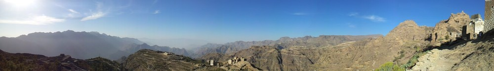 A Haraaz landscape, Yemen (Mufaddalqn, Wikimedia Commons)